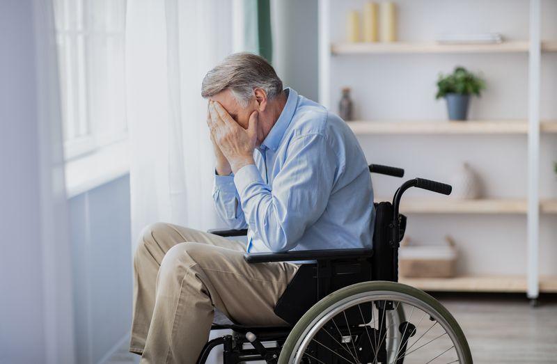 Financieel misbruik bij thuiswonende ouderen - Trouw advies